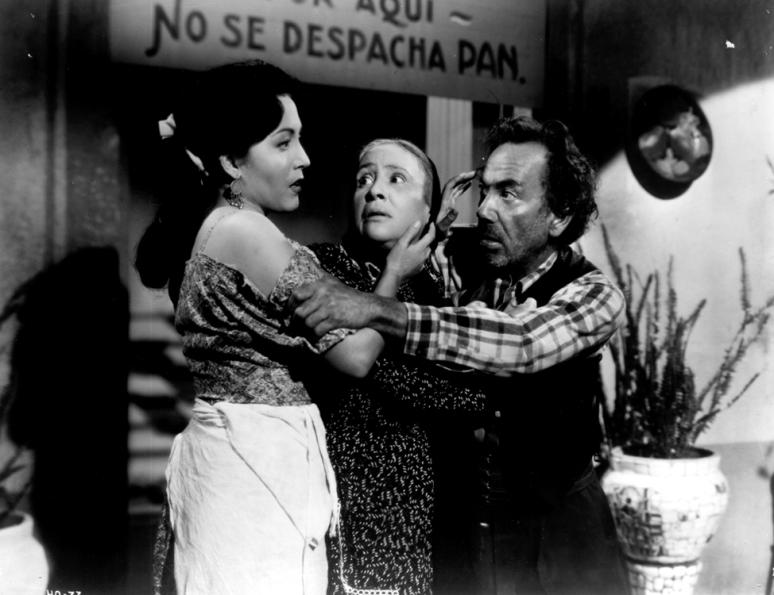 Amanda del Llano y los hermanos Lupe y Miguel Inclán en 'Cuando los hijos odian' (también conocida como 'La hija del panadero', Joselito Rodríguez, 1949).